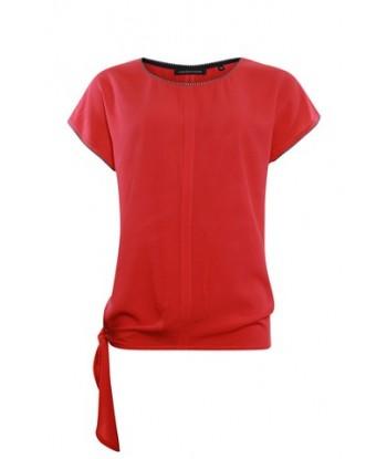 Rode t-shirt met knoop...